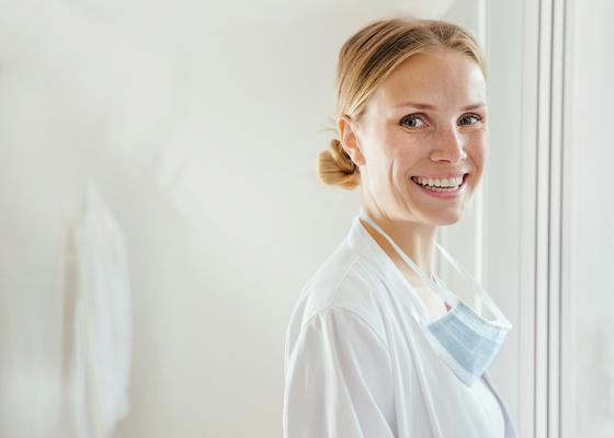 Image of dentist